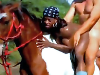 Muscle woman is fucked on horse !