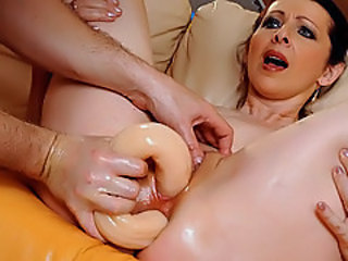 Squirting mature scene!