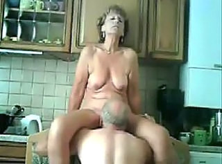 Super ! Mom and daddy having fun in the kitchen. Stolen video