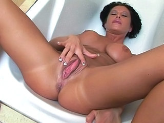 Sexy Brunette Milf Get Pussy Fis...