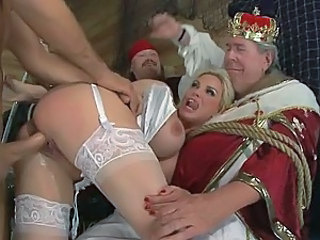 Big Assed Blonde Pornstar Diamond Foxxx Fucks a Big Dick For a Facial