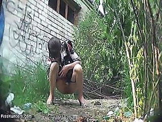 amateur girl pissing outdoor
