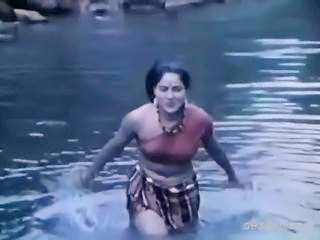 Sexy hot river bath scene from bgrade movie Jungle Ki Hasina
