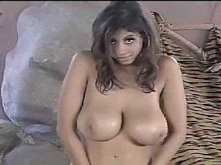 Naturally busty hot chick dances