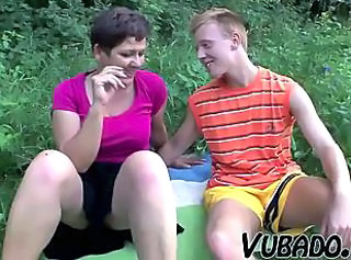 MILF AND TEENAGER ENJOY OUTDOOR SEX !! _: grannies milfs old+young