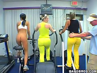 Bootylicious Babes Have A Wild Foursome After A Day At The Gym