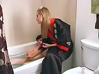Long handjob on the tub