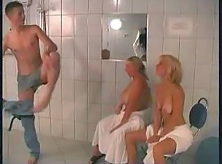 Groupsex Mature Mom Old and Young Showers