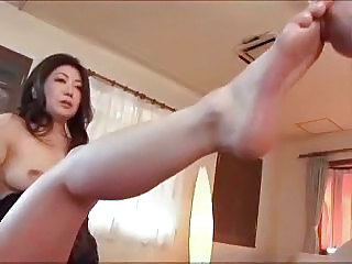 Asian Feet Mom