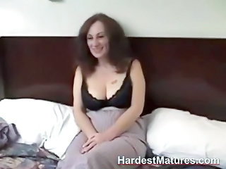 mature amateur gives dick sucking