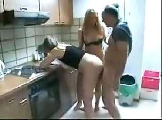 Daughter Doggystyle Kitchen Mom Russian Threesome