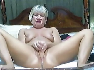 Masturbating Mature Squirt Toy Webcam