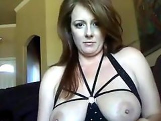 Amateur MILF stuffs her cunt with a dildo