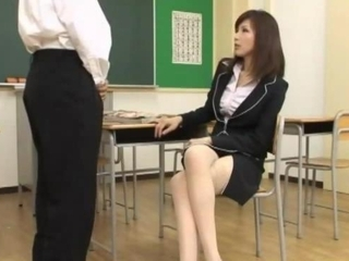 Teacher Giving Blowjob For Stude...