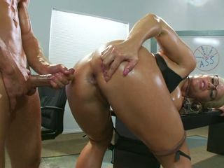 Sexy scorching Sadie Swede craves to get sprayed with jizz on her meaty butt