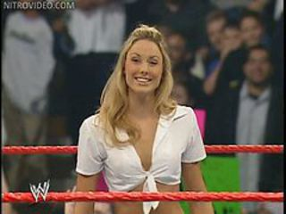 Wrestling babe Stacy Keibler shows off her panties sp...