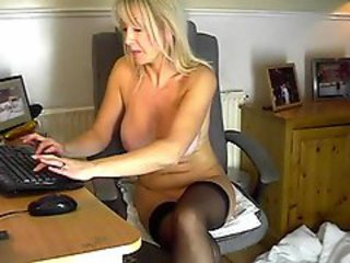 Horny milf plays with her pussy & writes in a chat