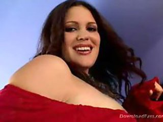 Voluptuous latina double fucked on the couch