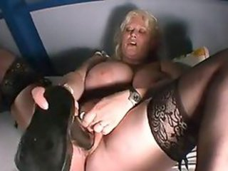 Horny BBW gets her pussy played with a dildo
