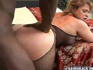 Hot mama takes a hard black boner