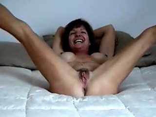 Lickerish mature makes bush-league bedroom fuck membrane