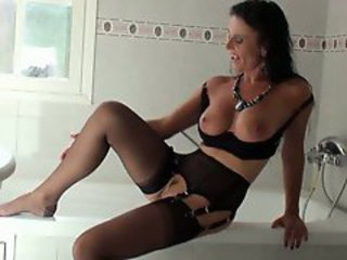 Wonderful Lingerie Lady-Solo 2