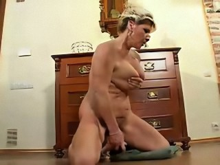 Exhibition of my mature bitch !