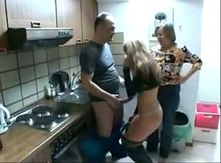 Old woman and lassie pay plumber Old woman and lassie pay slay rub elbows with plumber
