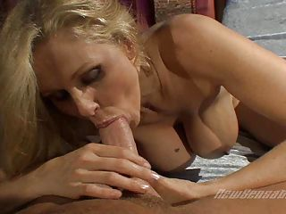 Hot tempting momma Julia Ann tak
