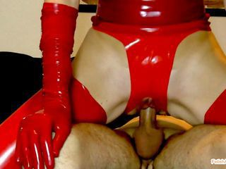 Latexslut fucked Cumshot on r...