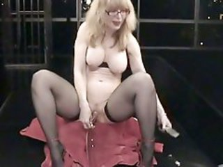Nasty Nina Hartley pumps her throbbing clit