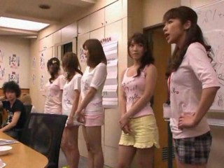 Japanese Girls Sucking a Group...