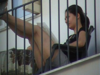 Upskirt neighbor - She know about