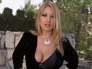 Super Hot MILF Holly Sampson 10