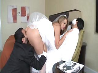 Alanah Rae is a hot bride who gets a large bushwa for her admiration