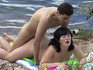 Young couple making sex vulnerable the beach
