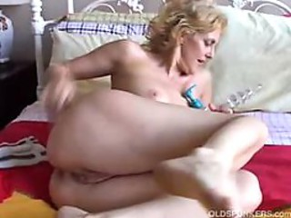 Cougar fucks her pussy plus ass