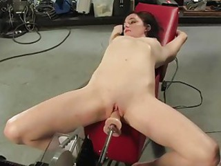 Sexy babe gets her twat pumped stupid by a ramming fuck machine