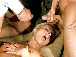 Double penetration of blonde chick