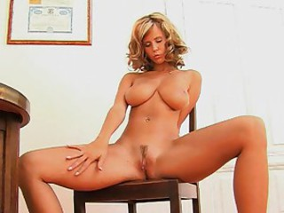 Raylene Richards spreads say no to legs and rubs say no to sopping pussy
