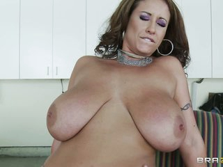 Eva Notty is a horny mom