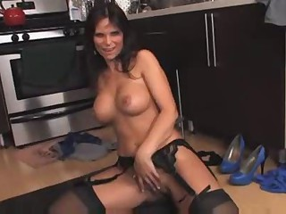 Hot Mature Cougar Syren DeMar Banging