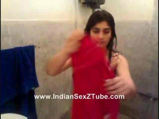 Sweet Sexy Pakistan new married Rida Khan Rinse n drssing