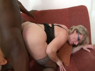 Mature whore gets her pussy maneuvered by black bushwa