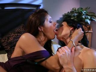 Francesca Le and India Summers have intimate kissing