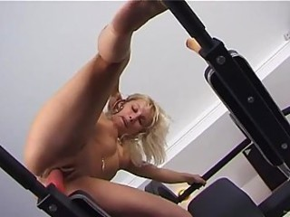 Candy Tight Pussy Masturbating In Gym