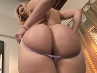 Alexis Texas blonde babe teasing with hot body