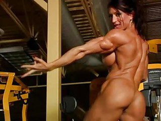 Unbelievably muscular woman in gym totally nude