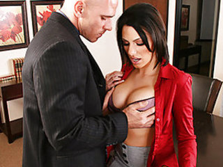 Juelz and her husband Pete work together under a boss who keeps hitting on Juelz. Finally, the boss apologizes for his excessive flirting but offers them an outrageous deal. One hundred thousand dolla