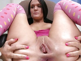 Dark haired babe fists will not hear of gaping gash hole go b investigate getting it cleaned